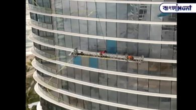 Photo of The workers were clearing the building, when a sudden gust of wind blew