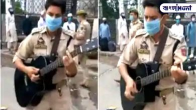 """Photo of Viral Video: """"Gulabi aankhe .."""" Policeman caught the song at the railway station, viral hall video"""
