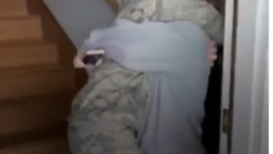 Photo of Viral video: After a long absence, the mother returned home to find her daughter working in the Seven Prize Air Force, tears in her eyes.